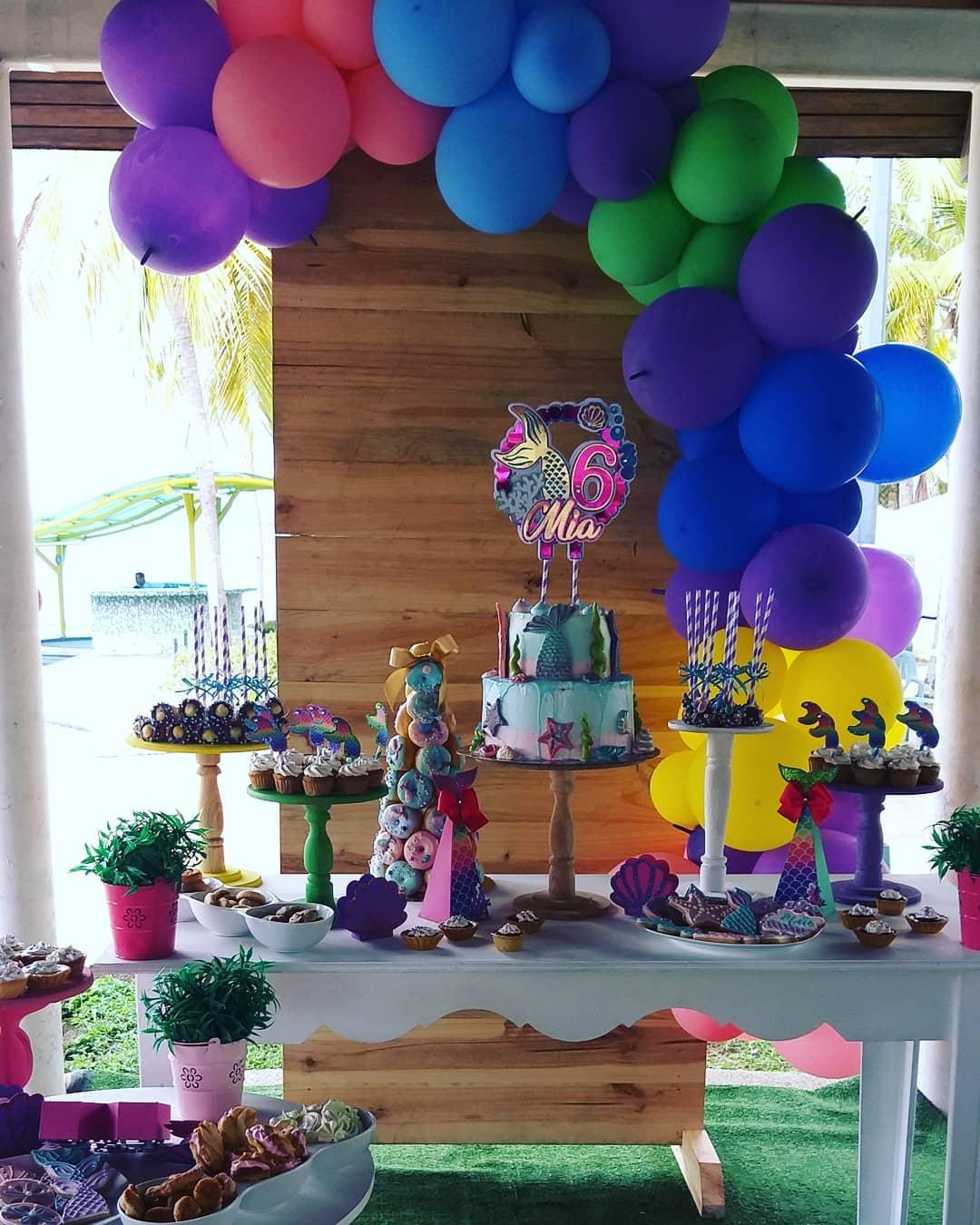 mesa de postres para fiesta sirenita