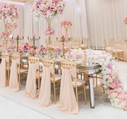 sillas decoradas en fiestas de salon