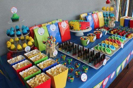 como montar una mesa de dulces para una fiesta en el saon de clases