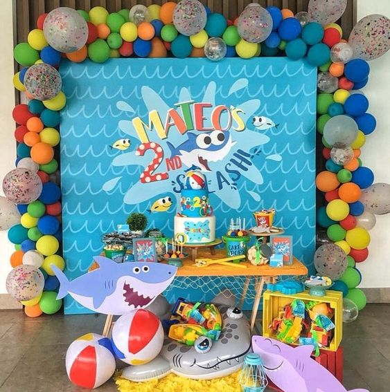 decoracion con globos baby shark
