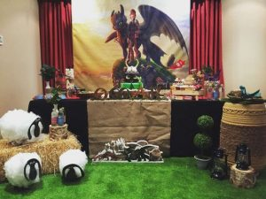 decoracion de una fiesta de cumpleaños con tematica de como entrenar a tu dragon