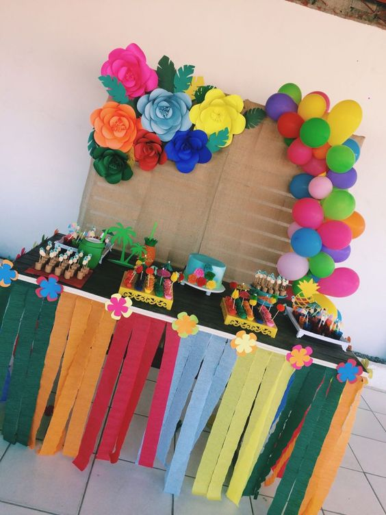 decoracion mesa principal para fiiesta hawaiana