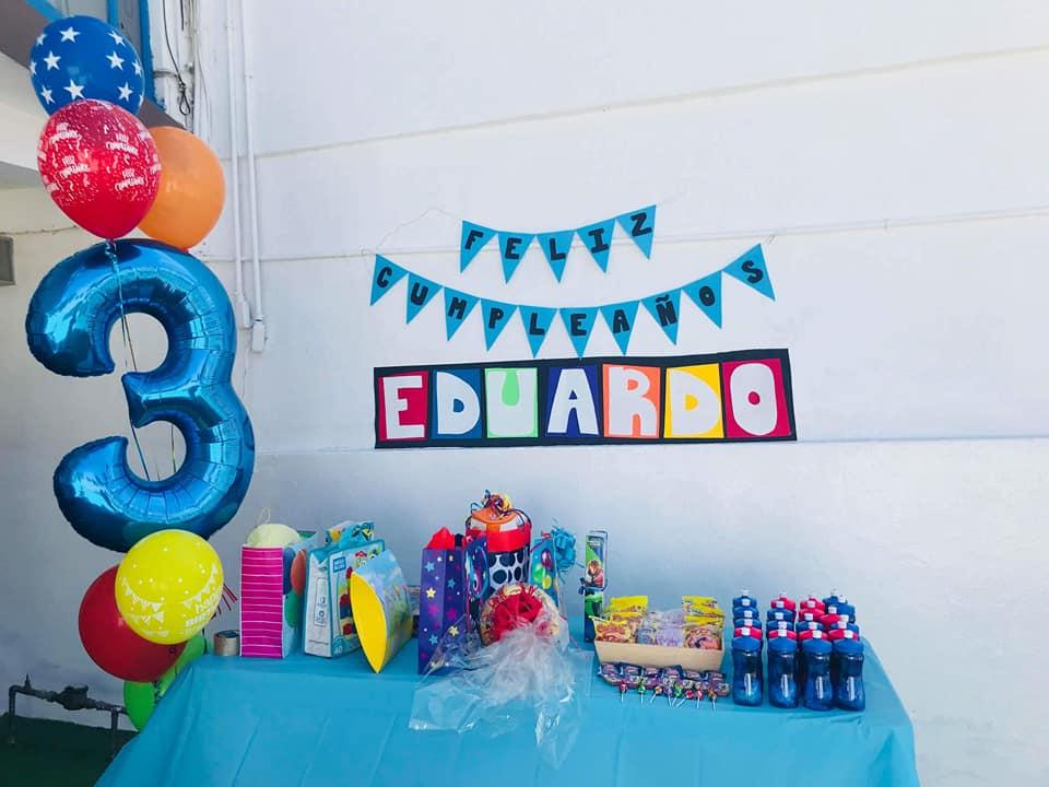 Hermosas ideas para decorar una fiesta de la princesa sofa - Ideas para decorar un salon ...