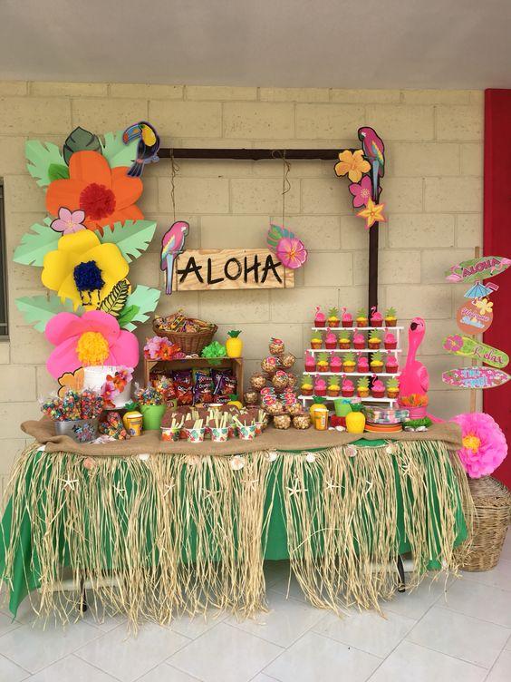 mesa de dulces para fiesta hawaiana