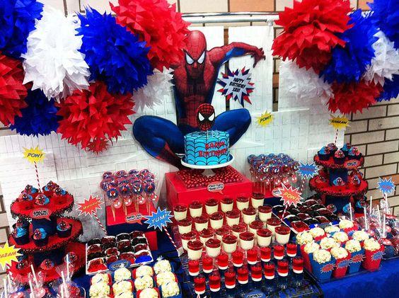 mesa de postres para fiesta spiderman