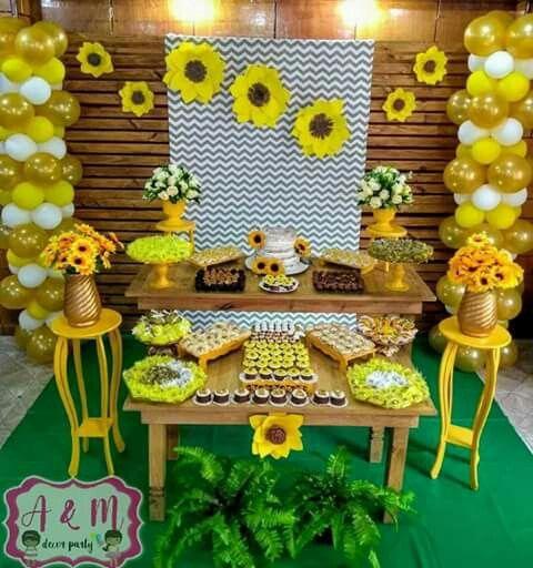 Decoracion mesa del pastel para fiesta de XV con tema de girasoles