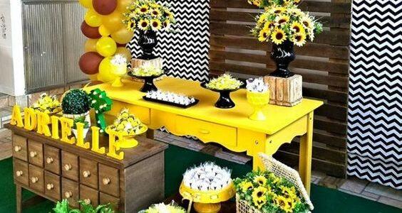 Decoracion para fiesta de XV años con tema de girasoles