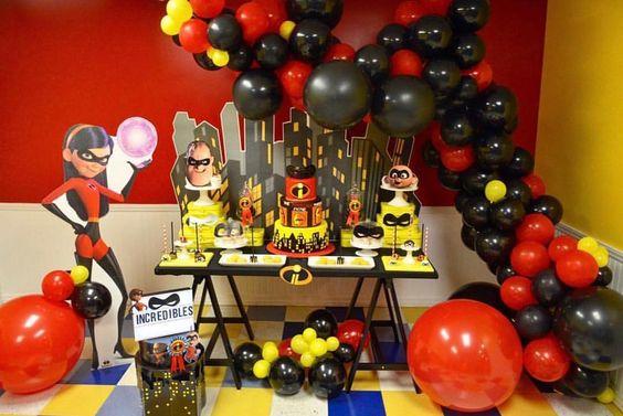 decoracion mesa principal para fiesta de cumpleaños de los Increibles