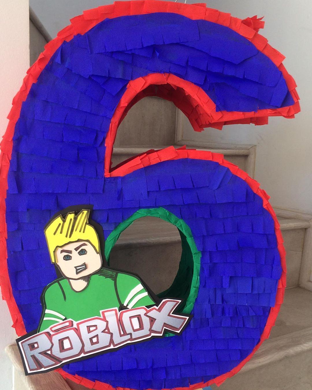 fiesta tematica de roblox para niños piñatas