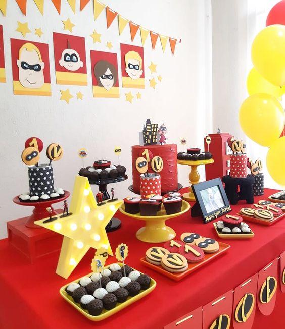 mesa de dulces para fiesta de los increibles