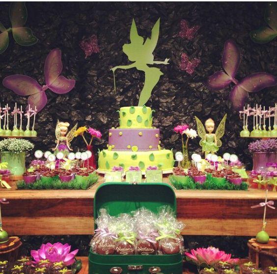 mesa de dulces para fiesta infantil con tematica de campanita