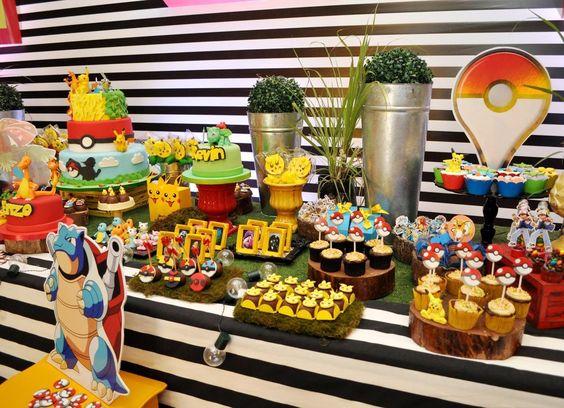 mesa de dulces para fiesta tematica de pokemon