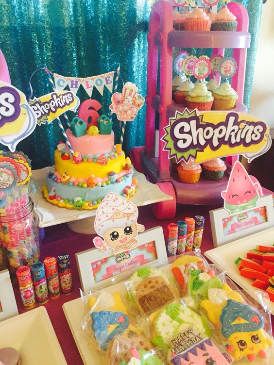 mesa de dulces para fiesta tematica de shopkins