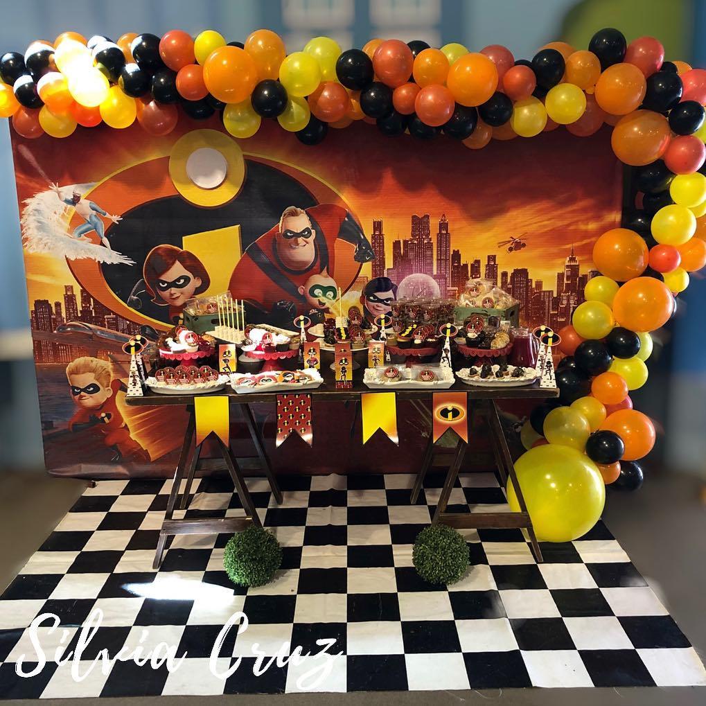 mesa de postres para cumpleaños de los Increíbles