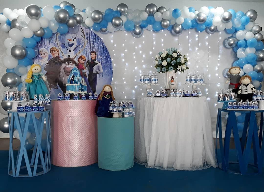 mesa de postres para fiesta de frozen