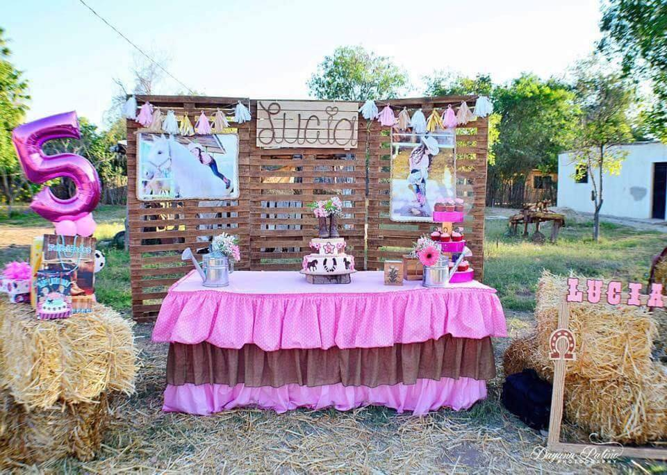 mesa principal para fiesta de vaquera para niñas