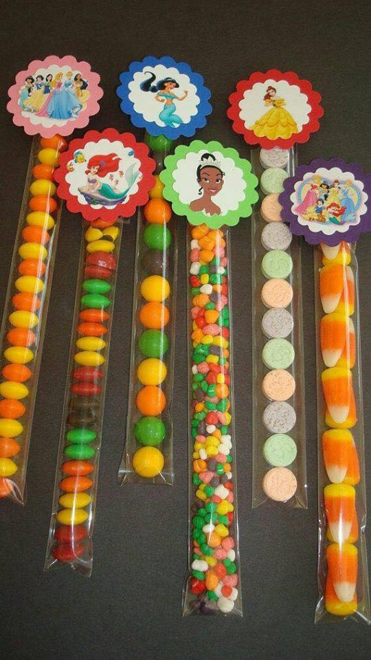 ideas para regalar dulces en tus eventos con etiquetas de princesas