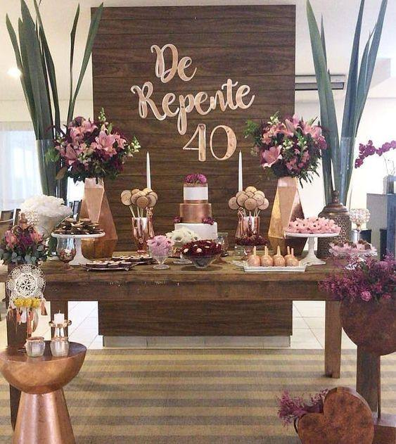 Como decorar la mesa del pastel en una Fiesta de 40 para mujeres