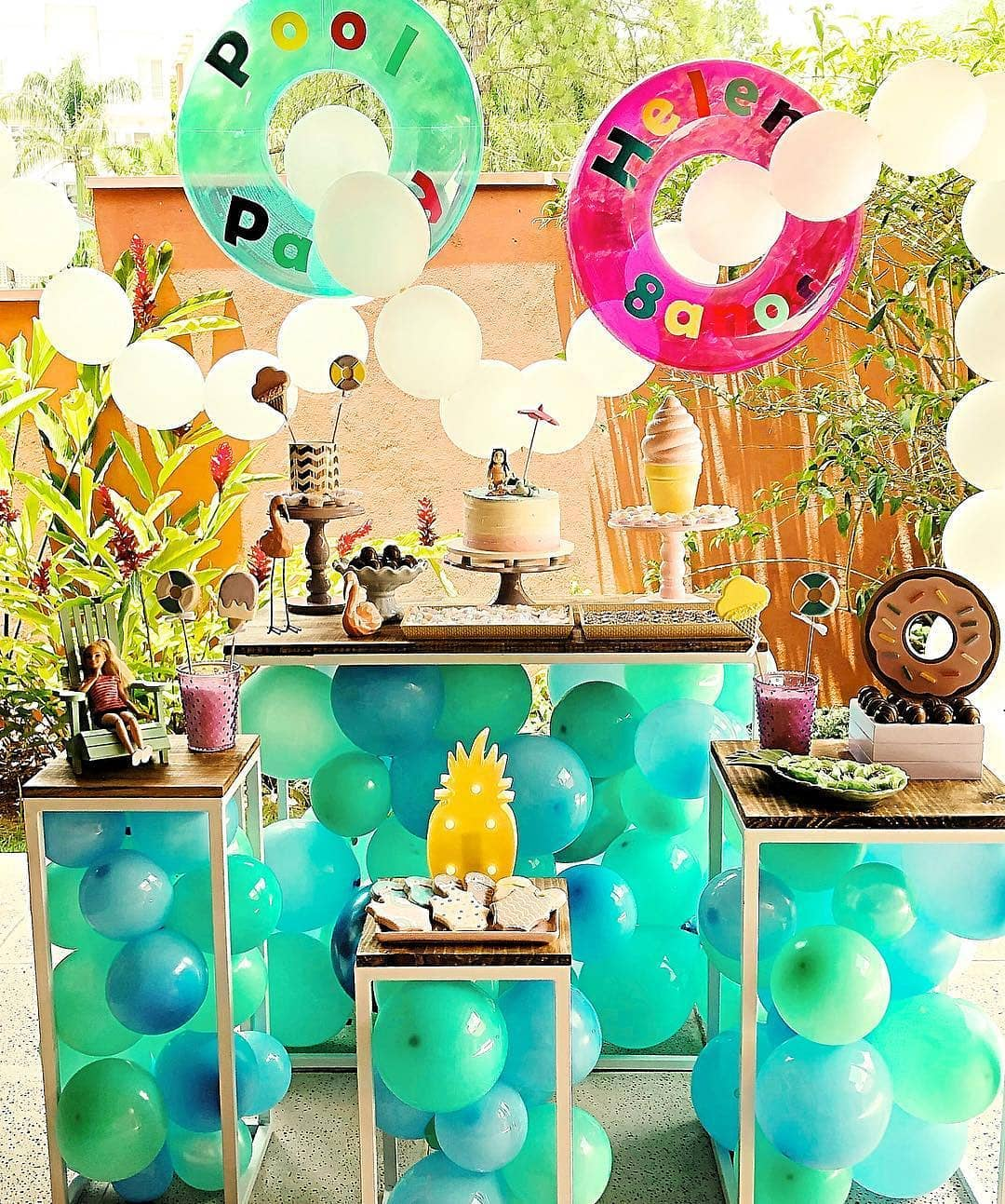 ideas para decorar una pool party con salvavidas