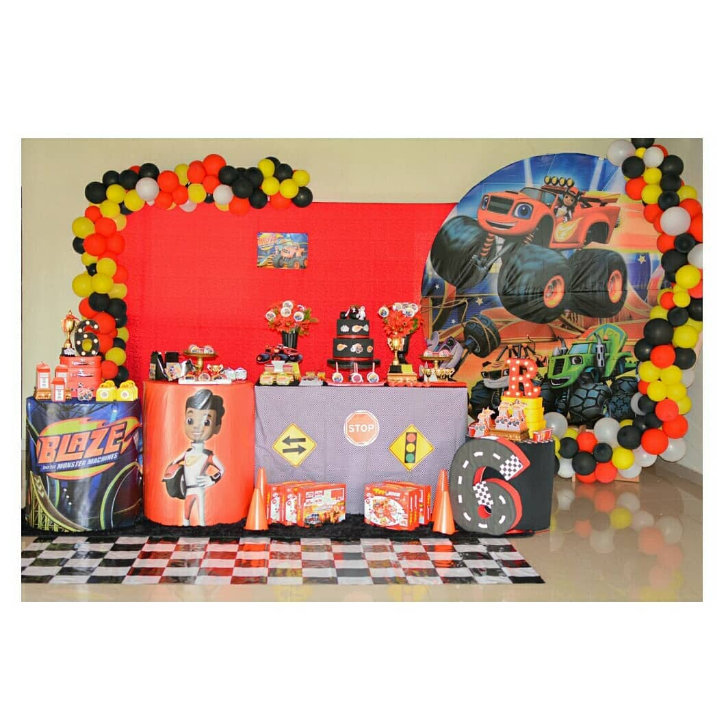 Decoracion mesa de postres de blaze monster machine