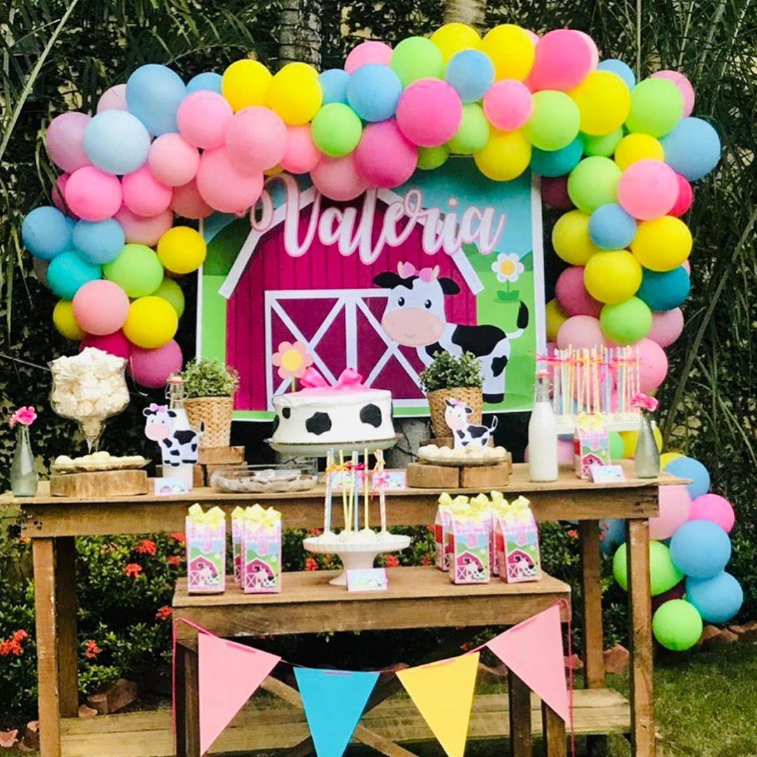 Mesa de postres fiesta de cumpleaños la vaca lola