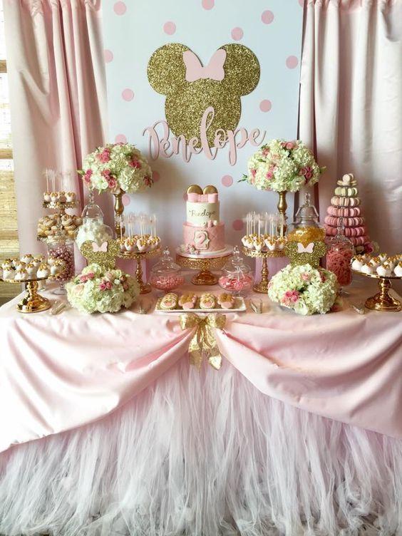 Mesa del pastel minnie princesa dorada