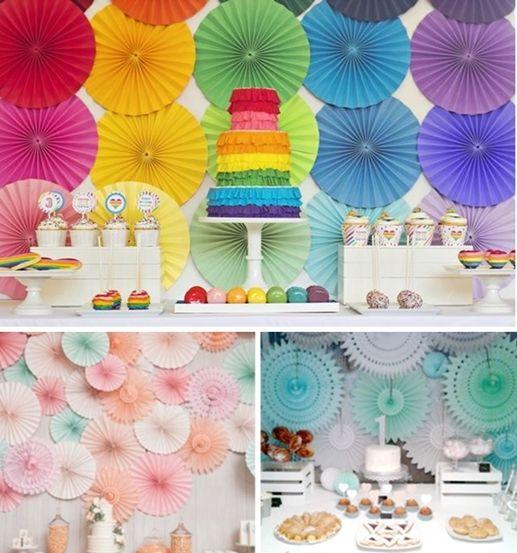 Mesas del pastel decoradas con circulos de papel