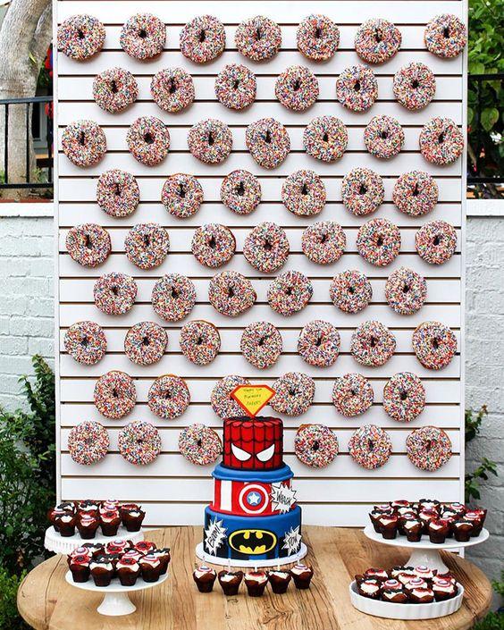 Pasteles paredes o muros de Donas para Fiestas infantiles