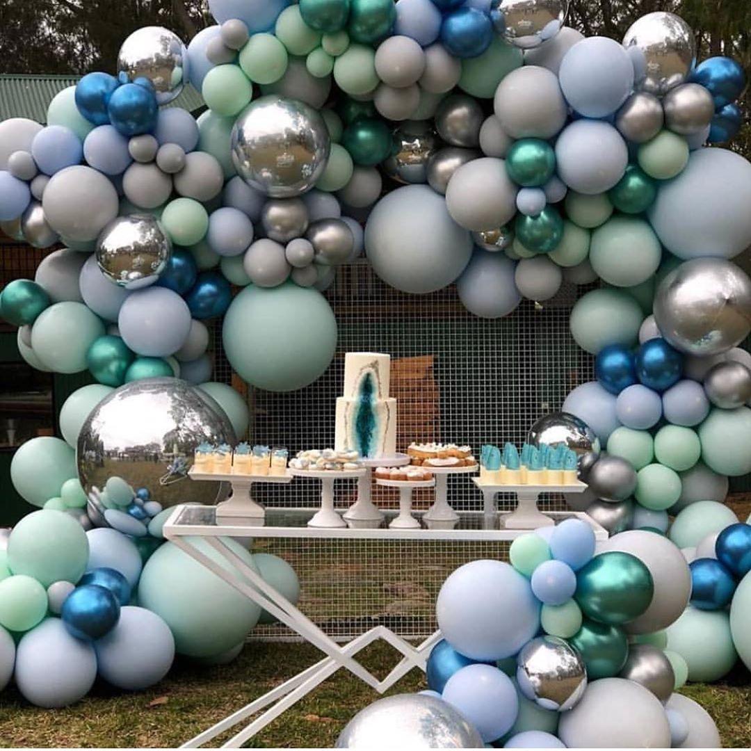 Decoracion con arcos orgánicos con globos