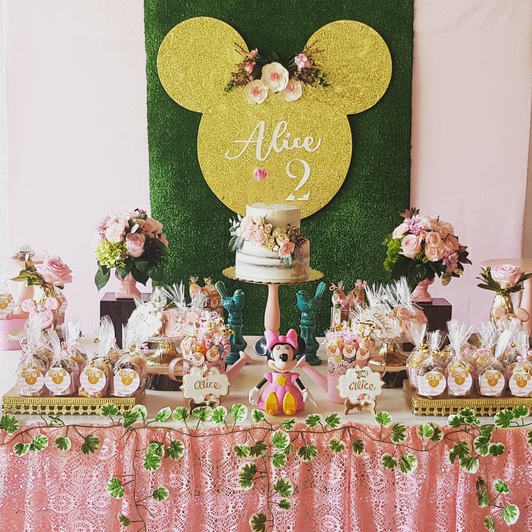 Ideas de decoracion de minnie mouse rosa y dorado