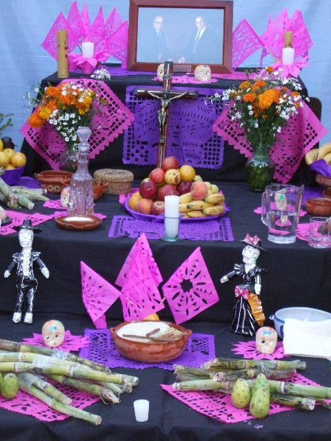 agrega catrinas para decorar el altar