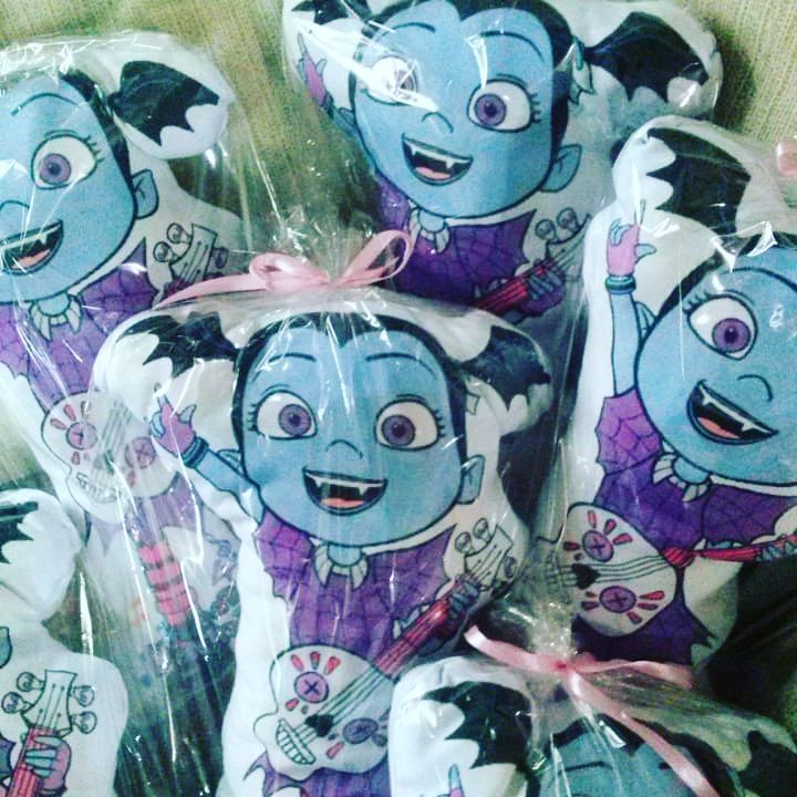 Almohadas temáticas para regalar en fiestas infantiles