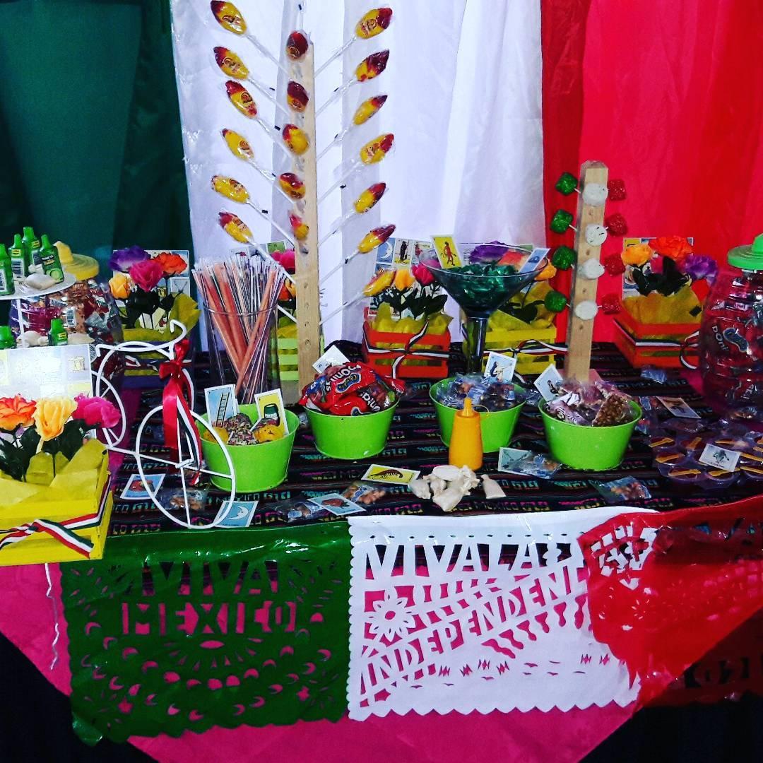Mesa de dulces para una fiesta mexicana