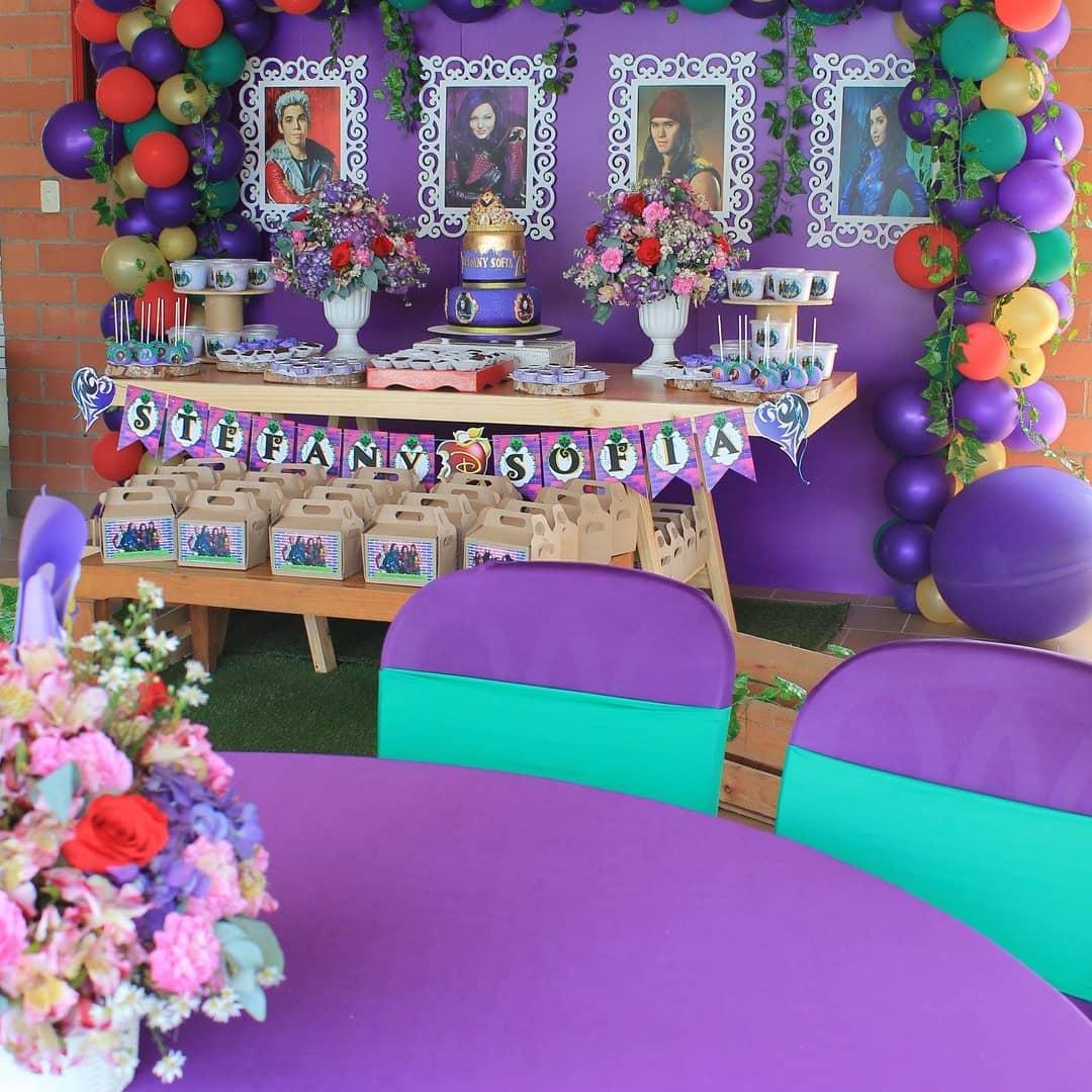 Mesa de postres fiesta temática descendientes