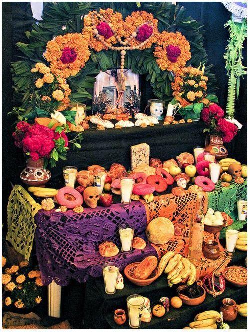 monta niveles en el altar de muertos