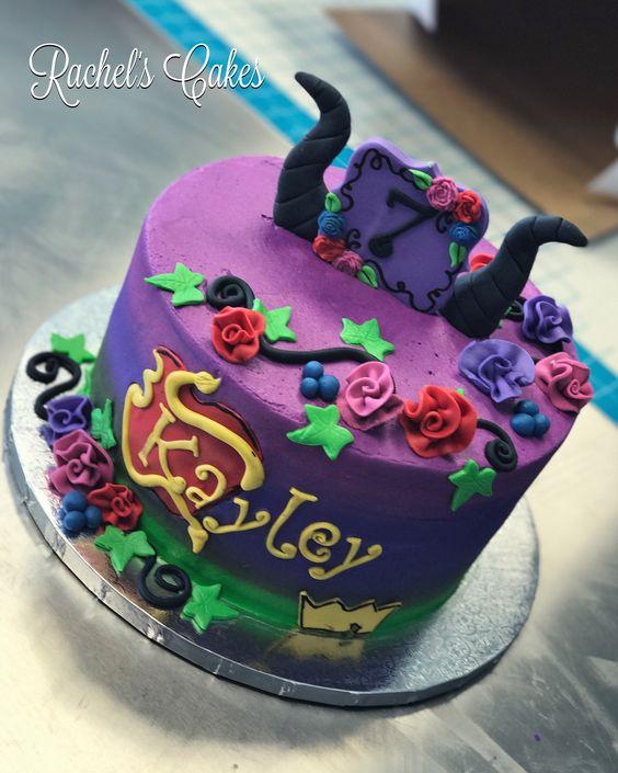 torta de cumpleaños tematica decendientes de un piso