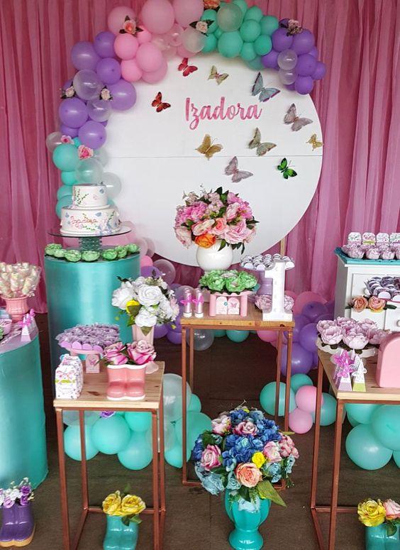 como decorar una fiesta de mariposas con globos