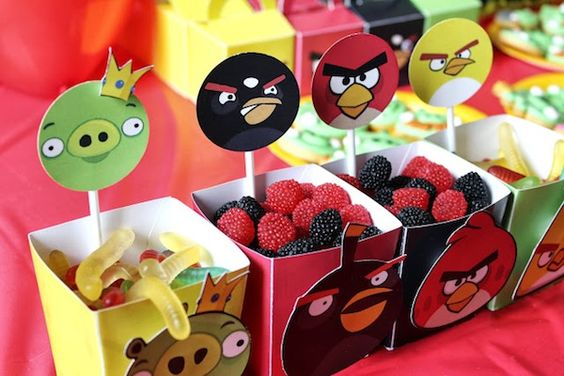 mesa de dulces para un cumpleaños de angry birds