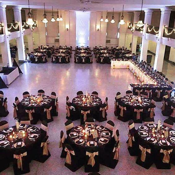 Decoracion de mesa para invitados fiesta de 50 años