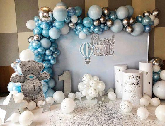 Decoracion en tonos azules para bautizo o baby shower