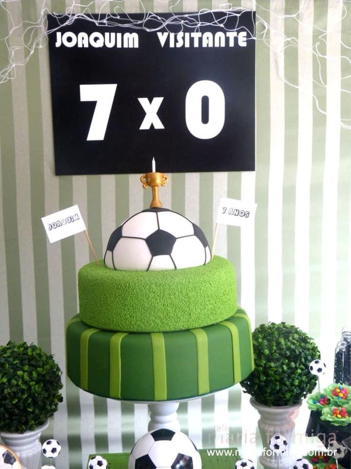 Diseño de pasteles para fiesta de futbol