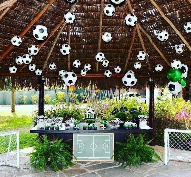 Mesa de postres para fiesta de futbol