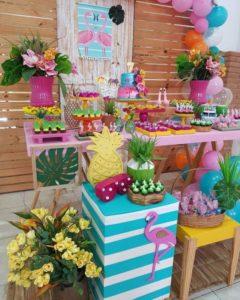 Mesa de postres para fiesta tropical