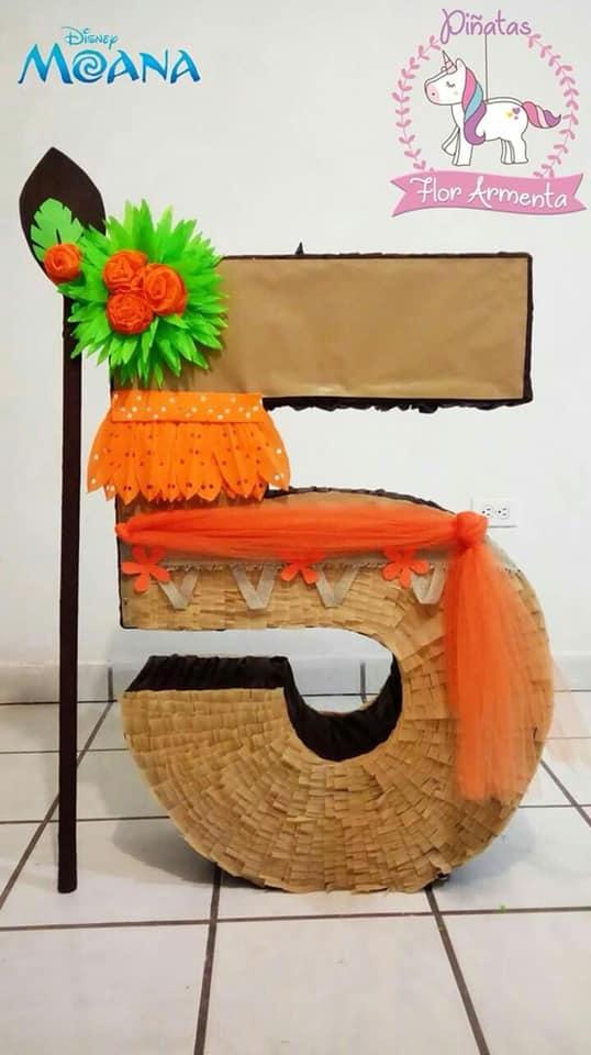 Piñata para fiesta con tema de moana bebe