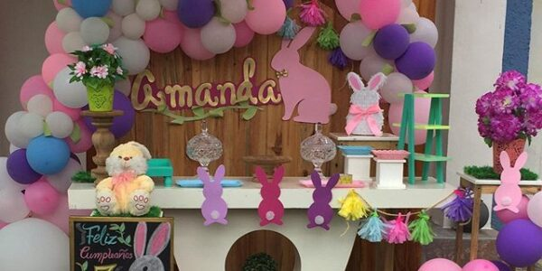 decoracion con globos para cumpleaños de conejos