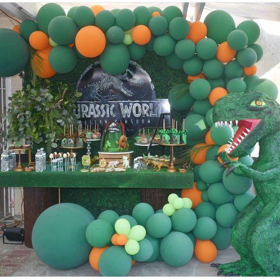 decoracion con globos para cumpleanos de fiesta de jurassic world dinosaurios