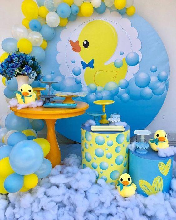 decoracion con globos para cumpleaños de fiesta de patito juan
