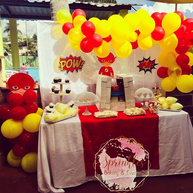 decoracion con globos para cumpleaños de flash