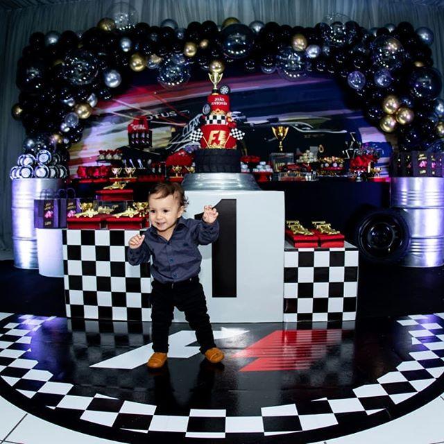 decoracion con globos para cumpleaños de formula 1