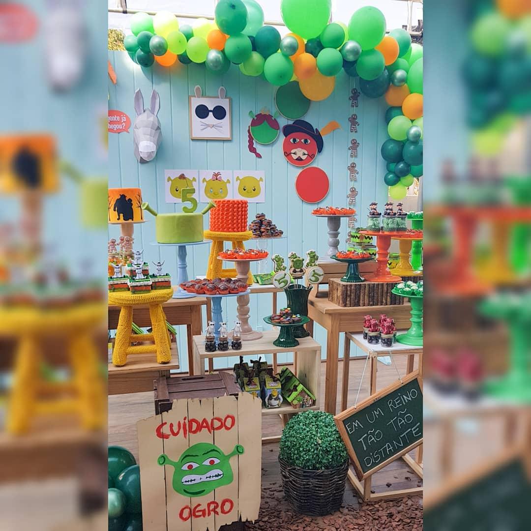 decoracion con globos para cumpleaños de shrek